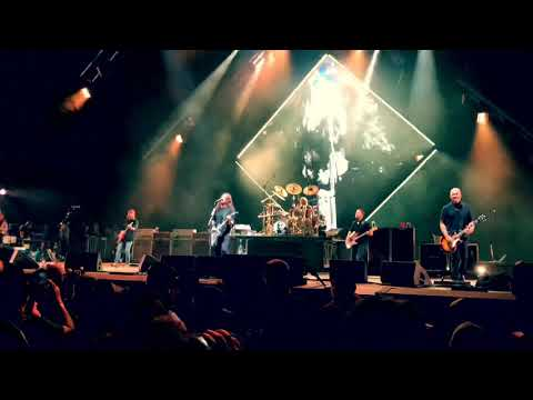 Wendy Rollins - Foo Fighters Agree To Take A Break