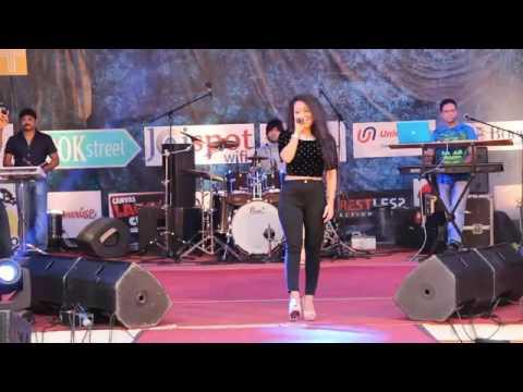 Neha kakkar sawan aaya hi Bollywood Songz live show 2017