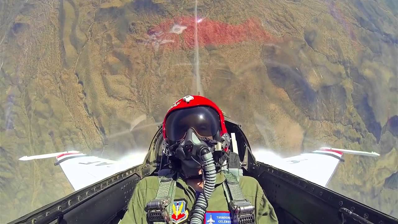 צלם אמריקאי מצטרף לטייס קרב במטוס F 16