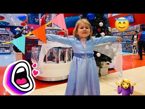 Викуся в Дубай Марине! Детские площадки и магазины игрушек.