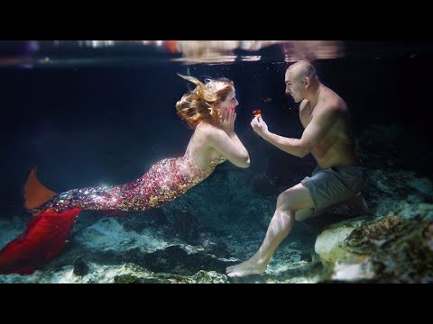 Man Proposes to Mermaid-Loving Girlfriend With Underwater Photo Shoot