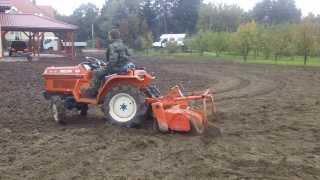 Glebogryzarka mini traktor. Wypożyczalnia traktorków ogrodowych Warszawa. www.akant-ogrody.pl