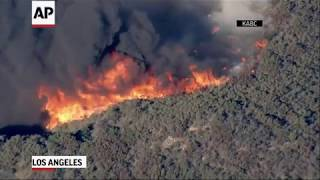 Santa Ana winds fuel wildfire near LA Zoo