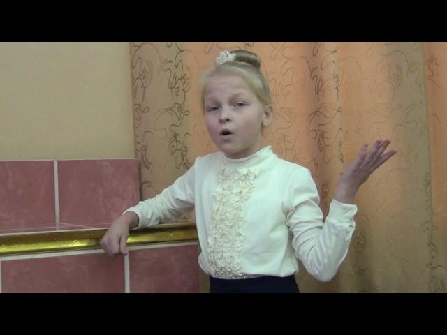 Изображение предпросмотра прочтения – АннаРоманова читает произведение «Лисица и виноград» И.А.Крылова