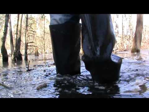 Rubber boots in water M2U00275.MPG