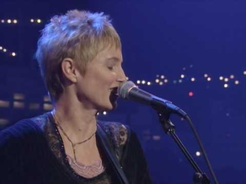 "Eliza Gilkyson - ""Mama's Got A Boyfriend"" [Live from Austin, TX]"