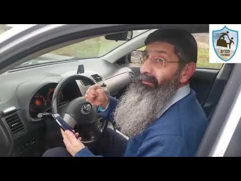 תיעוד: הרב עוזי שרבף מחברון הותקף ונפצע מאבנים שיידו ערבים על רכבו