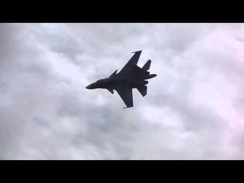 Слушать песню Симфонический оркестр - Военная музыка времён второй мировой войны (ВВС)