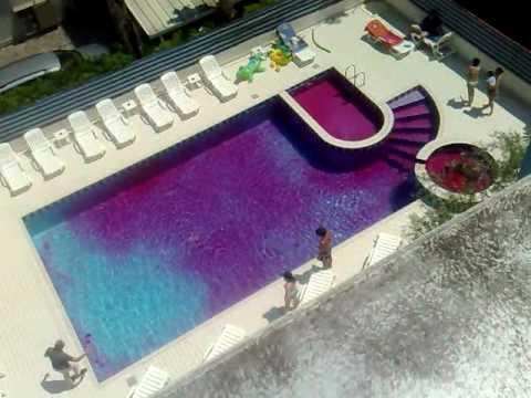 La piscina rosa all 39 hotel magic di riccione youtube for Piscina riccione