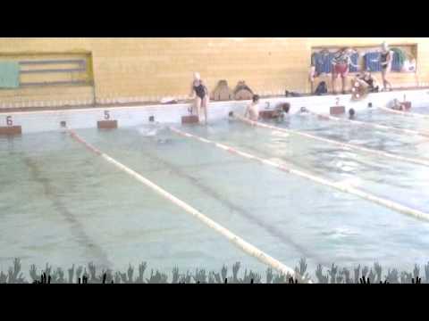 видео: в бассейне