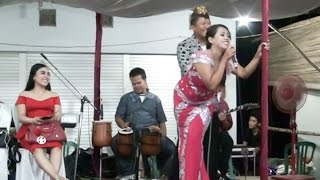 Video Penyanyi Kegatelan Lucu, Emmuach Pak RT, Minta Sawer Tak Sadar Tali BHnya Lepas download MP3, 3GP, MP4, WEBM, AVI, FLV Oktober 2017