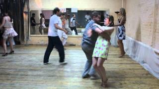 Первый урок по хастлу - и танцует !