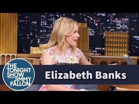 Elizabeth Banks' Dad Accidentally Hit Her with a Loogie