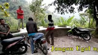 Download Video TIDAK USAH UGAL UGALAN DI JL CINOMATI MP3 3GP MP4