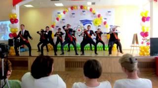 Crazy Russian students dance HAKA! (��� ���� ��-������)))