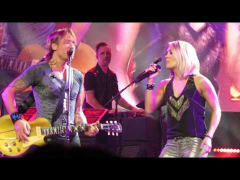 KEITH URBAN CARRIE UNDERWOOD STOP DRAGGING MY HEART AROUND MELBOURNE 081216