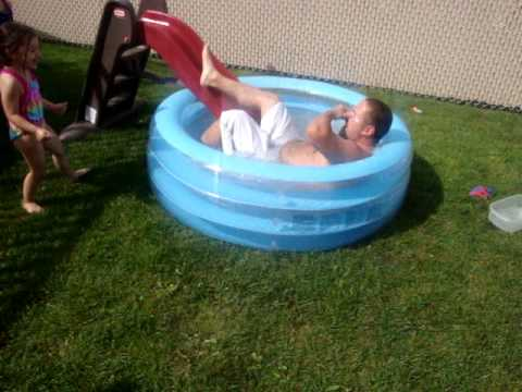 Fat man in a little pool hilarious youtube for Small paddling pool