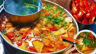 Bất ngờ với cách nấu nồi bún riêu cua (hiếm gặp) giữa lòng Sài Gòn | street food saigon