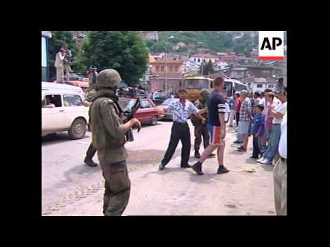 KOSOVO: SERB CITIZENS STREAM OUT OF PRIZREN