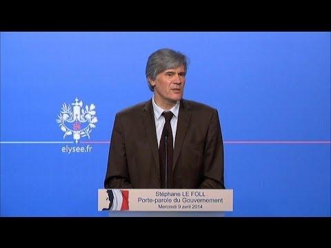 """Hollande prive ses ministres de téléphone pour qu'ils soient """"concentrés"""" - 09/04"""