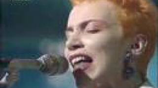 Eurythmics - Here Comes the Rain Again (live)