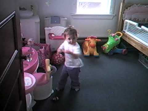 Ophélia danse dans sa chambre
