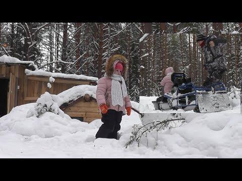 Увезла ПАПУ В ЛЕС! Снегурочка в гостях у Лешего. Проверяем снасти с дочкой!