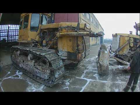 Заклинило гусеницу т-170. Затаскиваем на ремонт.