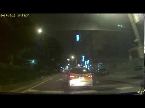 垃圾計程車變換車道未依規定使用方向燈