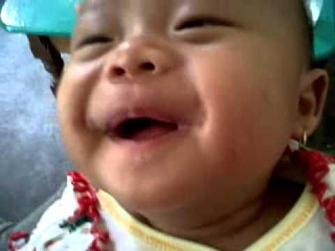 Bayi ketawa lucu