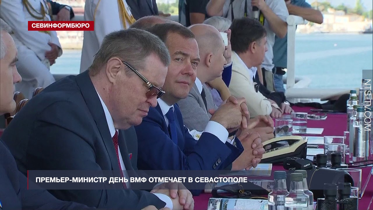 На День ВМФ в Севастополь прилетел Дмитрий Медведев