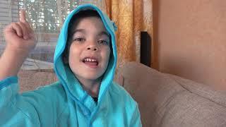 Андрей хочет быть маленьким и кататься на машинках