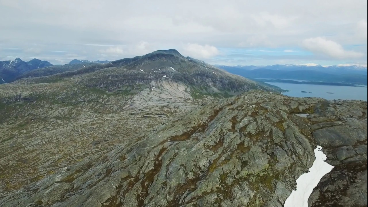 Mountain hike to Mjønesfjellet