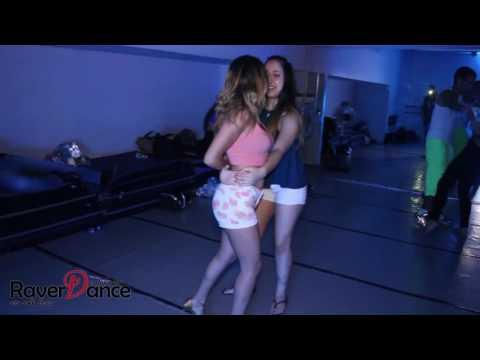 two-girls-dance-bachata