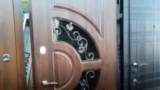 видео Уличные двери со стеклом