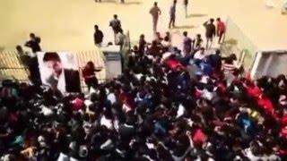 insane crowd for fan anthem launch by shah rukh khan at hansraj college delhi