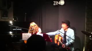 タマ伸也さん、フォークシンガー小象さんによる、アンコール時の掛け合...