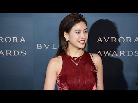 伊藤千晃がブルガリイベントに艶やかなワインレッドのドレスで登場!<BVLGARI AVRORA AWARDS 2018>