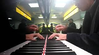 浜松駅新幹線コンコースのYAMAHAフルコンピアノで新春に相応しい曲を演奏するつもりが季節感ダメダメなものを演ってしまった( ̄▽ ̄;)←とりあえず春まで放置.