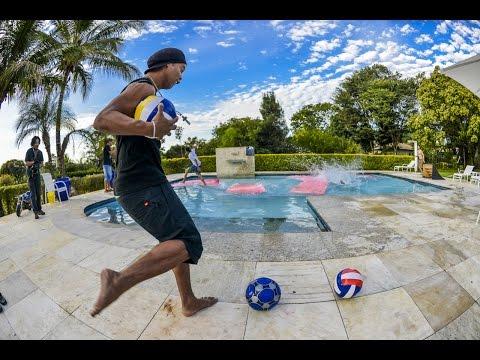 Ronaldinho Kicking The Ball At People's Heads - ORIGINAL I HD