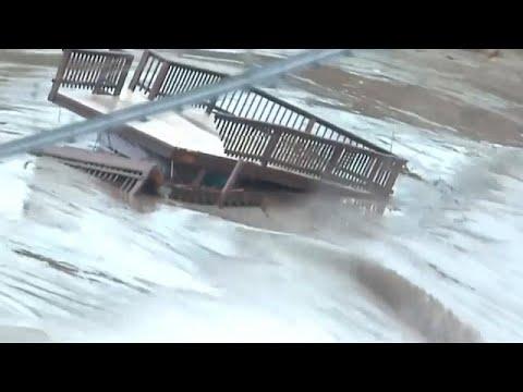 Teksas'ta su taşkınları yüzünden nehir kenarlarındaki evlerde yaşayanların tahliyesi sürüyor…