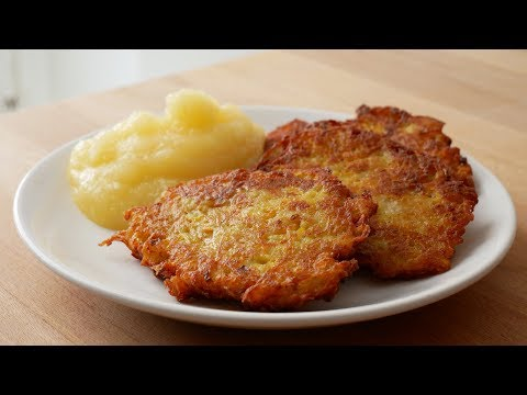 kartoffelpuffer-mit-apfelmus-(rezept)-||-potato-pancakes-with-applesauce-(recipe)-||-[eng-subs]