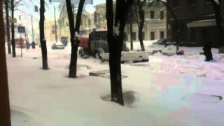Снегоуборочная машина застряла в снегу(снег в Киеве, март 2013 года., 2013-03-23T07:46:32.000Z)