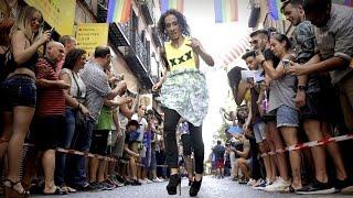 Men in high heels in crazy race down Madrid - 2015