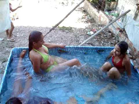 um banho de piscina no dia de frio rsrsrs