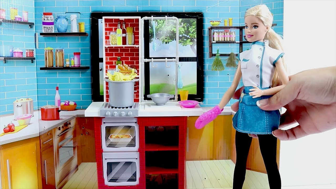 Chef Barbie Cooks TOO Much Food- Barbie Kitchen Spaghetti Maker ...