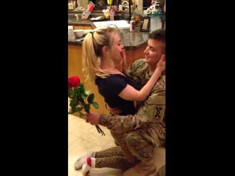 Soldier Returns Home, Surprises Wife VIRAL