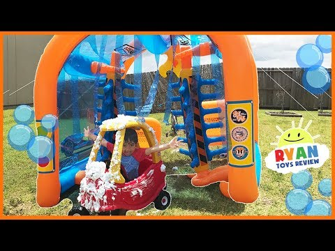 Hot Wheels Car Wash Center Inflatable toys for kids with Mr Bubbles Foam Soap