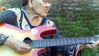 Nenek Keren Main Gitar Klasik Lampung.3gp