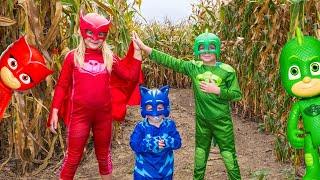 PJ MASKS Assistant Owlette and Gekko Batboy In a Corn Maze Adventure